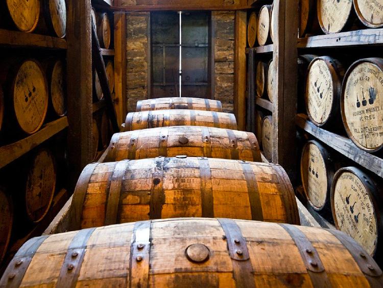 ウイスキー樽 貯蔵の様子