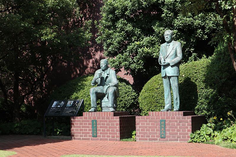 鳥井信治郎氏と佐治敬三氏の銅像