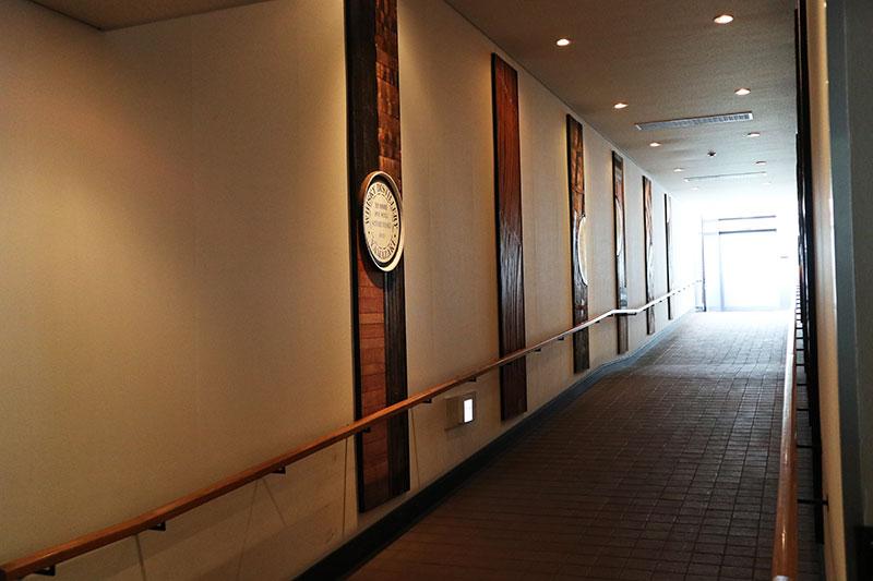 蒸留室から貯蔵庫までの廊下