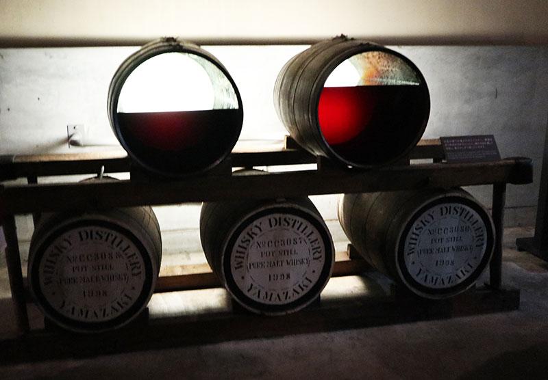 ウイスキーの貯蔵過程 樽の中のウイスキー